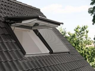 velux-integra-klappschwingfenster-aussenansicht-rolllaeden-1280x960